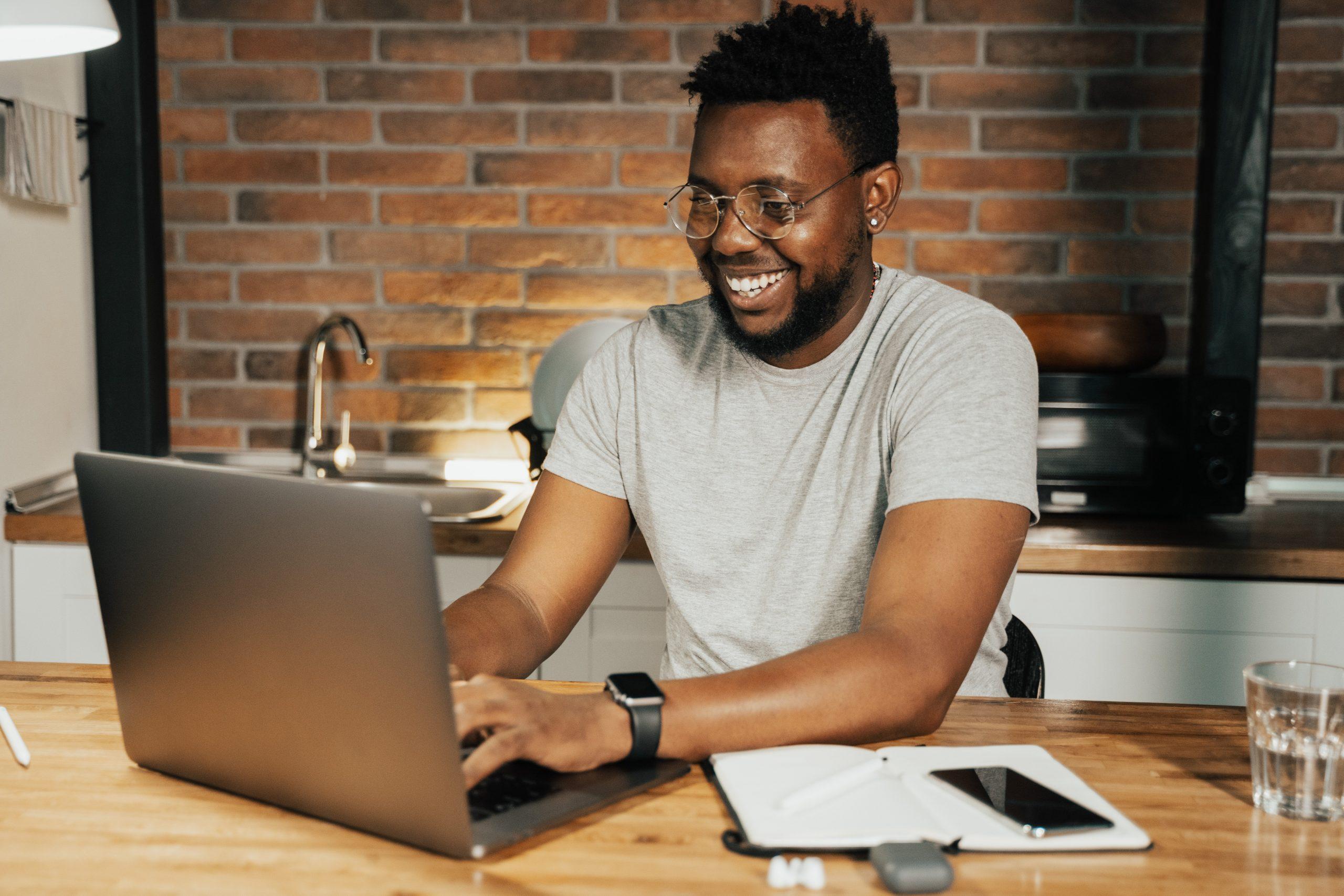 E-Mail-Marketing am Laptop